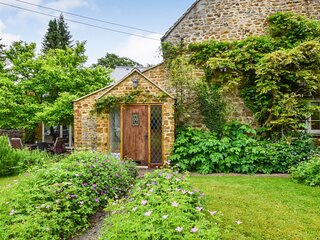 Gladstone Cottage, South Newington, Cotswolds - sleeps 8 guests  in 4 bedrooms