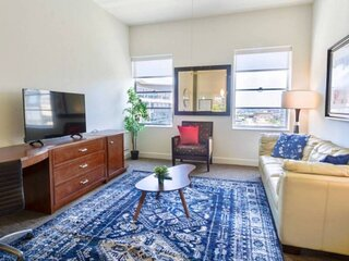 Great Value Downtown 1BR Apt with Pullout