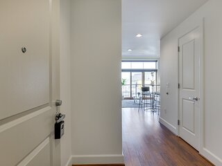 Elegant, Recently Upgraded Apt – Pearl District & Fast Wifi!