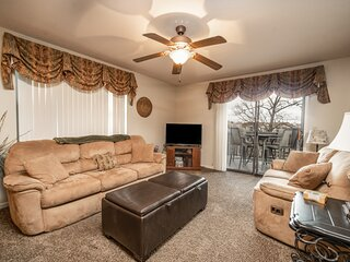 2 King Bed, 2 Bath Condo with Full Kitchen