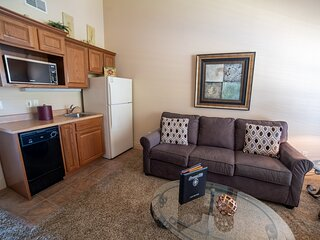 King Suite with Kitchenette, Jacuzzi Tub for Two & Private, Covered Balcony