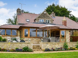 Hyde Tyning Cottage - Luxury holiday home in Minchinhampton, large garden with d