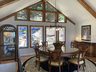 Exceptional Vacation Home with Mountain Views, 10 Minutes from Downtown