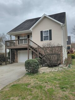 Cozy, comfortable Pigeon Forge home close to all attractions and beautiful river