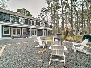 NEW! Lakehouse w/ Fire Pit, Boat Launch & Hot Tub!