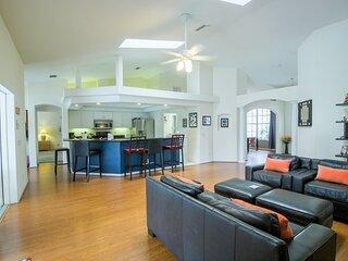 Spacious modern pool home, Family & Golf trips - 4727
