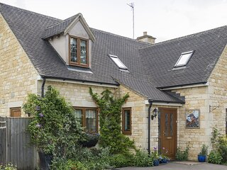 Kingfisher Cottage - A spacious and modern retreat in Winchcombe, by the River I