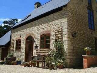 Jasmine Cottage - A delightful cottage built in traditional honey coloured Cotsw