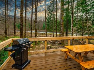 Luscious Forest and River Views, New Décor, Huge Deck, Game Room, Fire-Pit, Pool