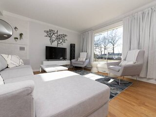Newly furnished home, perfect for Naval Academy Football games!