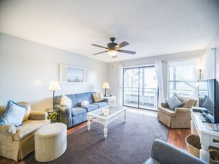 Recently Renovated Condo 1/2 A Mile From The Beach + FREE DAILY ACTIVITIES!