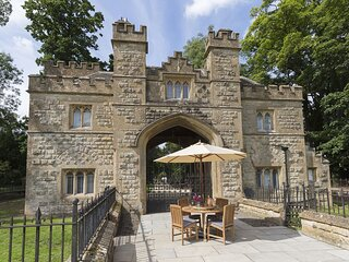 Castle Gatehouse at Sudeley Castle - Quirky gatehouse at the entrance to Sudeley