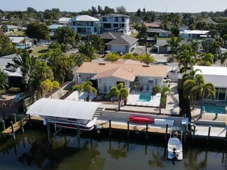 Beautiful Matlacha Isles Pool Home on Gulf Access Canal With Boat Dock, Kayaks,
