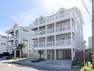 Large updated oceanside townhouse to host the entire family and more!