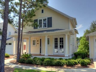 Exceptional Vacation Home with Lake View! Laurel Grove at SandestinR