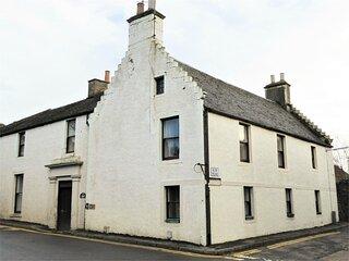Cameron House, Spacious B listed townhouse near Falkland, Scotland