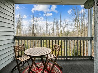Lovely condo offers great views, ideal location and all the comforts of home.