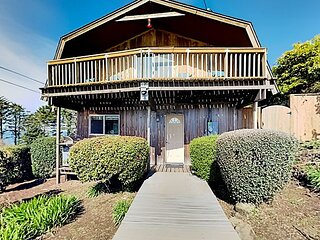 Otter Rock Home | Ocean-View Balcony, Fenced Yard | Walk to Devil's Punchbowl