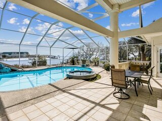 Spacious House with Private Pool, Boat Slip, Large Dock, Come Relax and Play in