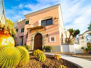 VILLA TITINA: due appartamenti indipendenti in Villa con vista mare e tramonto.