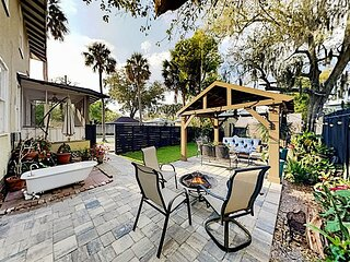 Historic District Retreat | Festive Backyard with Firepit | Walk to Downtown