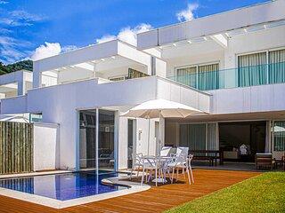 Casa espetacular de 5 suites, com marina privativa, no Porto Frade