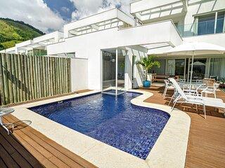 Luxuosa casa de 5 suites no exclusivo condominio Porto Frade