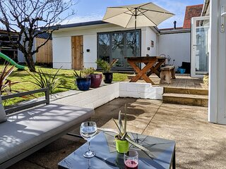 Westward Ho! Newly renovated beach house 2 mins from beautiful beach & amenities