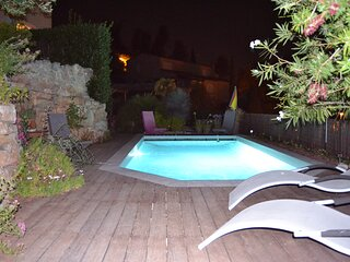 Gite T1 25.5m2-terrasse-vue mer-piscine plein sud-quart trés calme-Hauts Hyères