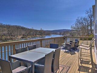 Modern Lakefront Condo w/ Porch & Dock Access