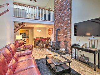 NEW! Penthouse Ski Unit ~ 1 Mi to Attitash Mtn!