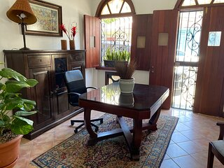 GRATA Colonial House 4 Bedrooms w/private bathroom