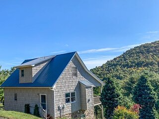 NOW BOOKING - HALFWAY UP 3BR/3BA CABIN W/ 2 GAS FIREPLACES, WIFI, & MTN VIEWS