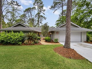Spectacular Golf Views. Private Sea Pines Home on Quiet Street