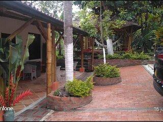 Casa Finca de descanso con piscina-hidromasajes Km 1.5 vía La Mesa-Anapoima