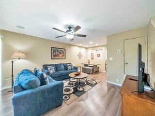 For Business or Pleasure! Community Heated Pool/BBQ/WIFI + Scottsdale's Dining,