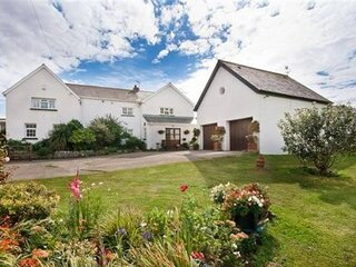 1-Bed Cottage on Coastal Pathway in South Wales