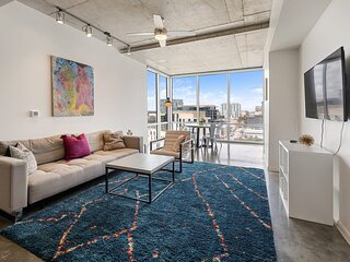 Kasa Austin | Self Check-In + Balcony + Ideal for Long Stays | 2nd Street