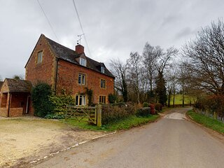 Idyllic three bedroom Cotswold Cottage nr Moreton-In-Marsh