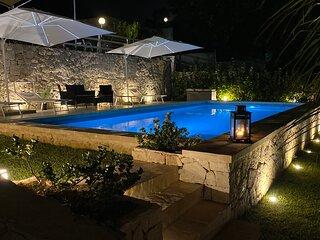 Villa Lucia a pochi passi dal mare fino a 13 posti letto.
