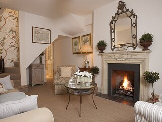 New Church Cottage - A quaint and cosy Cotswold townhouse with an elegant French
