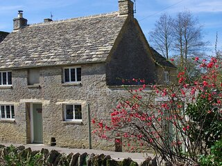 Maisey Cottage, Kencot, Cotswolds - sleeps 4 guests in 2 bedrooms