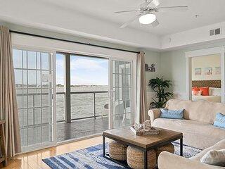 Bayview Grand | Contemporary 4BR Bayfront Condo | Pool & Private Balcony