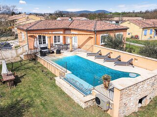 Beautiful home in Saint-Denis with Outdoor swimming pool, WiFi and 3 Bedrooms (F