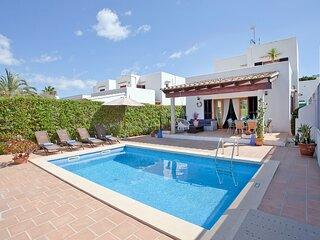 Villa Hector en cala d'Or a 300m de las playas con wifi, piscina, jardin privado