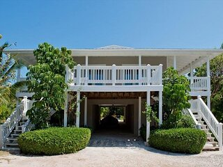 Elegant & Private 1-BR Steps from Caribbean w/Pool, Snorkeling, Sunset Views!