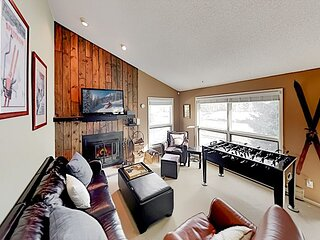 Spacious Riverfront Getaway in Vail Valley   Private Balcony & Fireplace