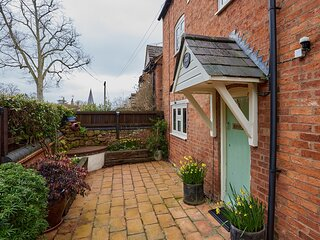 2 Bed Cotswolds Cottage with private Courtyard