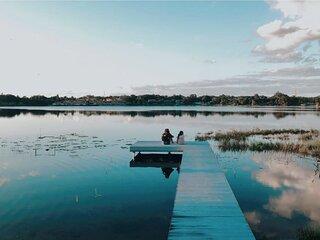 LAKE HOUSE retreat,w/water toys sleeps 16 RaceRDY