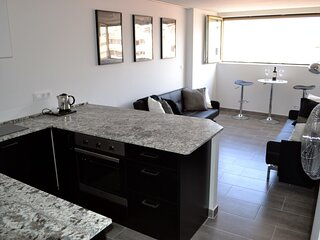 Stunning Modern Studio just meters from the Marina and the Beaches, Sleeps 2